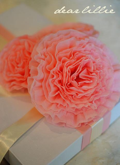 цветы из креп бумаги для украшения подарков (20) (465x640, 67Kb)