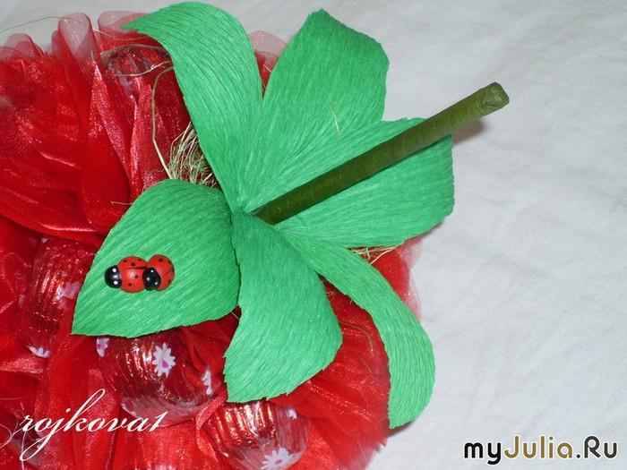 ягода из конфет (5) (700x525, 104Kb)