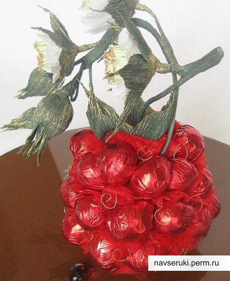 ягода из конфет (5) (450x550, 102Kb)