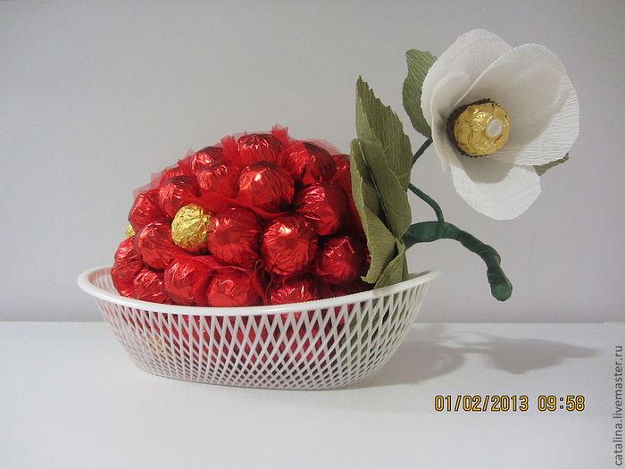 ягода из конфет (20) (700x525, 52Kb)