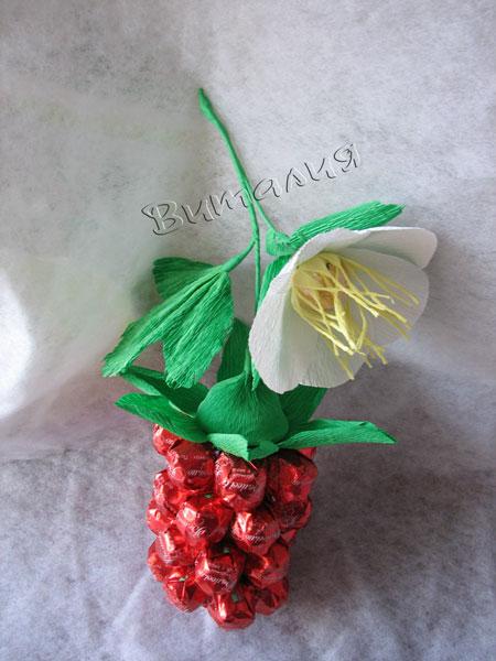 ягода из конфет (22) (450x600, 58Kb)