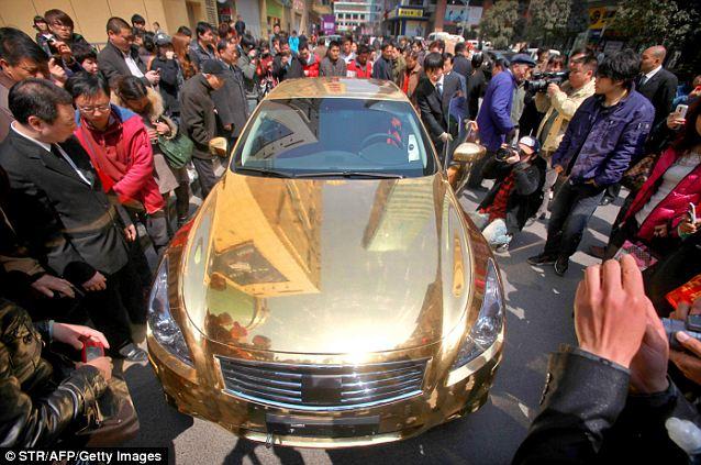 золотой кабриолет Infiniti G37 1 (638x423, 71Kb)