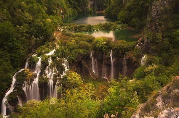 Плитвицкие озёра — национальный парк в Хорватии, расположенный в центральной части страны (604x399, 67Kb)