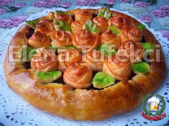 дрожжевой пирог с розочками (2) (550x412, 224Kb)