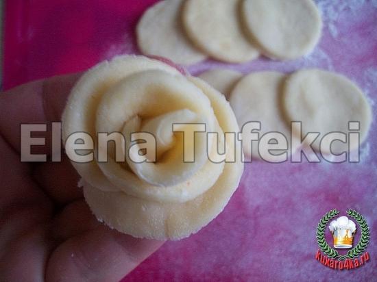 дрожжевой пирог с розочками (7) (550x412, 168Kb)
