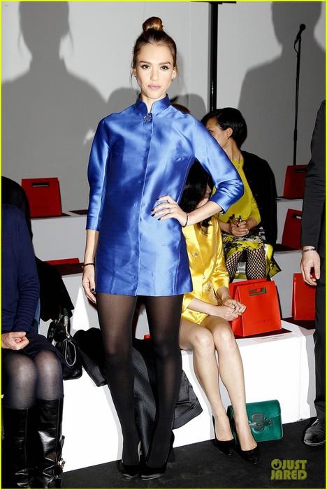 jessica-alba-shiatzy-chen-fashion-show-03 (468x700, 86Kb)