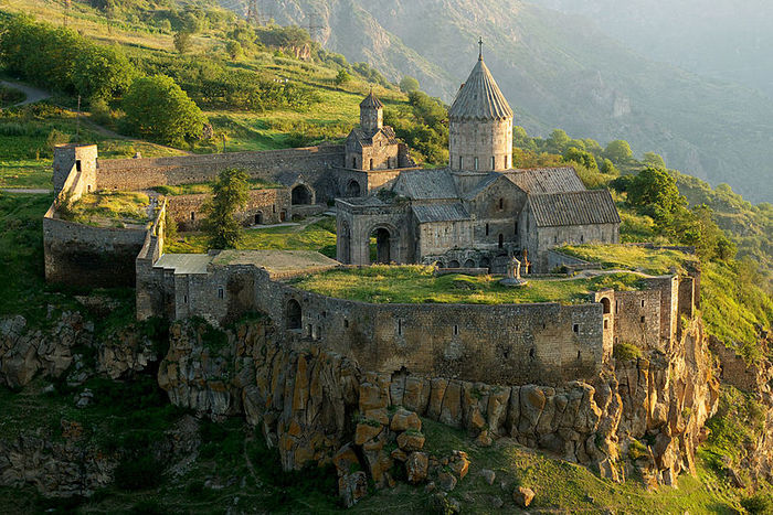 Tatev_Monastery_from_a_distance (800x534, 126Kb)