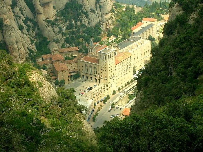 800px-Montserrat-View_from_the_rock_above (800x599, 109Kb)
