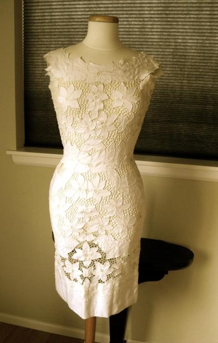 Платье летнее с вышивкой ришелье