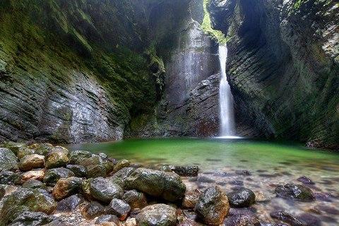 Водопад в горах Доломиты, Италия (480x320, 55Kb)
