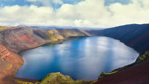Озеро в кратере вулкана, Исландия (480x270, 19Kb)