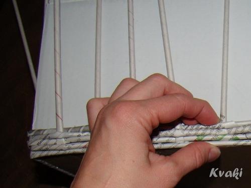 плетение из газет как крутить трубочки (14) (500x375, 107Kb)