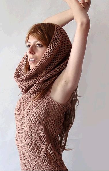 Платье ажурное с капюшоном вязаное крючком женское/4683827_20130313_125533 (379x597, 62Kb)