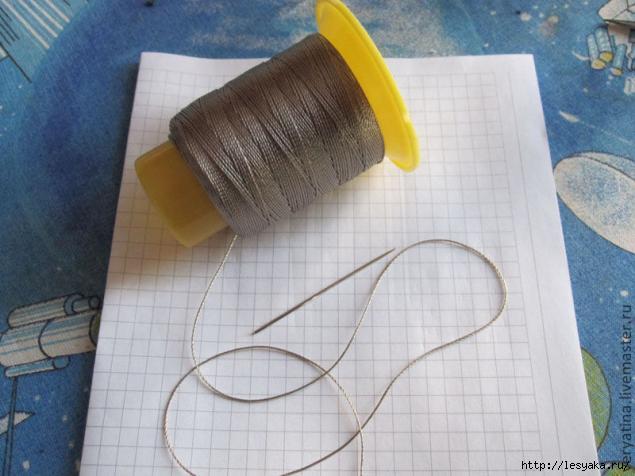 Нити для пришивания фермуара- я беру подходящий по цвету толстый капрон, толстая иголка.  Подкладка- я взяла фетр. .