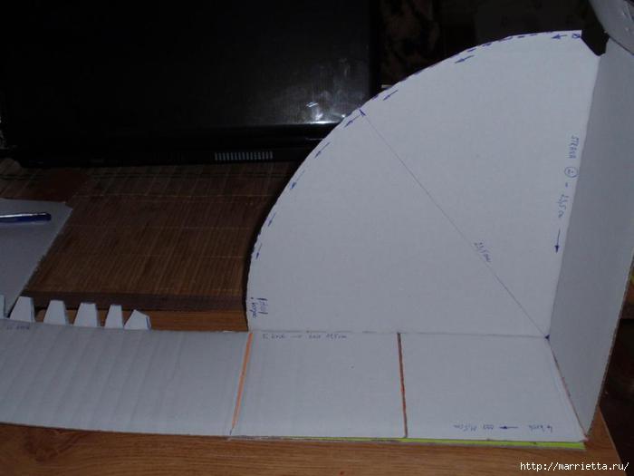 угловая корзинка из газет (10) (700x525, 76Kb)