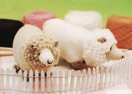 Вот какие материалы Вам понадобятся, что бы связать крючком овечку: пряжа трех оттенков (белого, бежевого и...