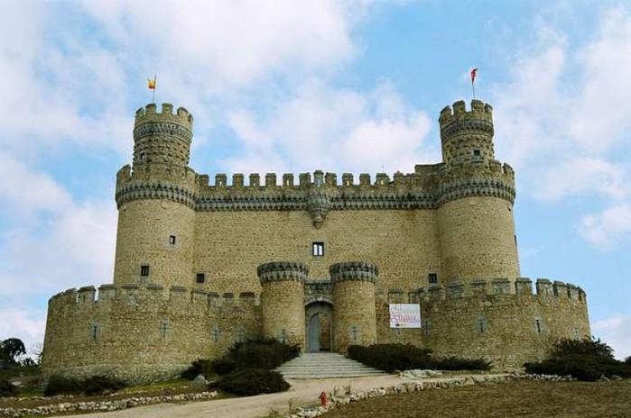 Real) находится в одноимённом городе в испанской провинции Мадрид. В