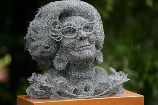 скульптуры из сетки рабицы Иван Ловатт 2 (550x364, 59Kb)
