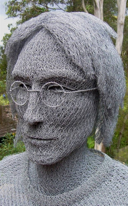 скульптуры из сетки рабицы Иван Ловатт 11 (436x699, 299Kb)
