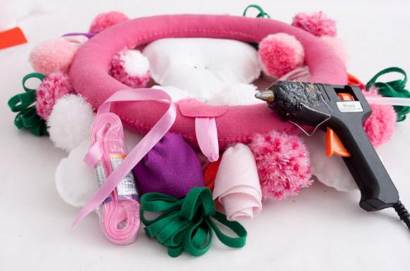 детский текстильный пасхальный венок (8) (581x384, 457Kb)