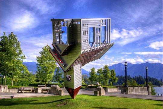 5. Конечно, не совсем здание, а скорее памятник, но так как в виде дома, то подходит для подборки (540x362, 56Kb)