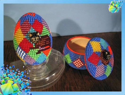 Оригинальное пасхальное яйцо из бисера .  При помощи данной схемы плетения из бисера .  Такие бабочки из бисера при...
