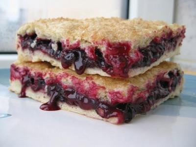 ...начинку можно делать с яблоками или с другими любыми фруктами и... Постный пирог с черной смородиной.