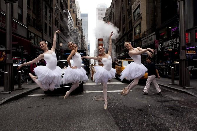 Lisa Tomasetti балерины на городских улицах 8 (670x446, 101Kb)