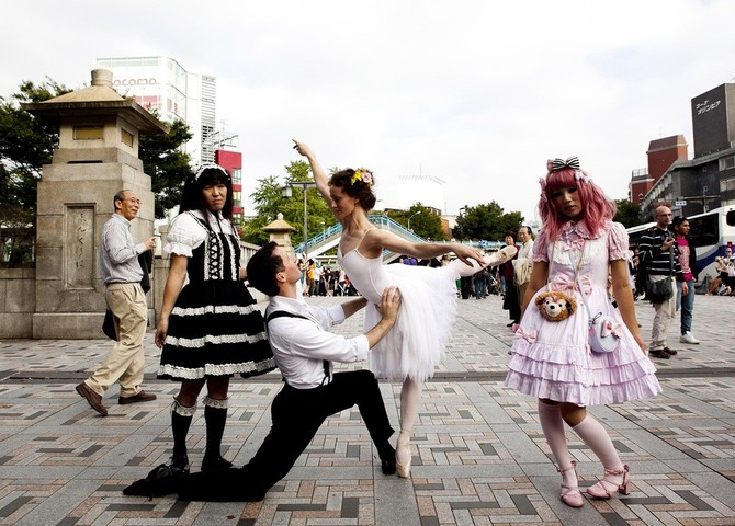 Lisa Tomasetti балерины на городских улицах 10 (670x480, 109Kb)