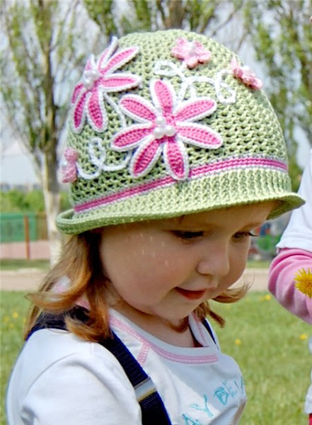 зеленая шляпка-клумба (2) (441x600, 85Kb)