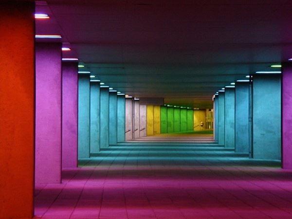 Петер Стрюккен. Разноцветные колоннады
