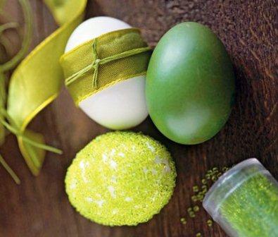 Как сшить пасхальные яйца.  Как оплести бисером яйцо.  Как вышить на скорлупе лентами узор.