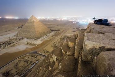 Экстремалы на пирамиде (370x247, 73Kb)