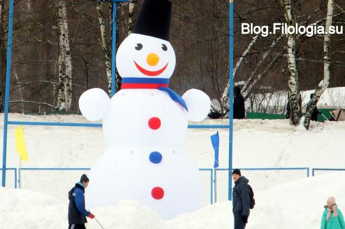Гигантский снеговик на катке в районе Речного вокзала в Москве/3241858_zima13 (700x465, 72Kb)