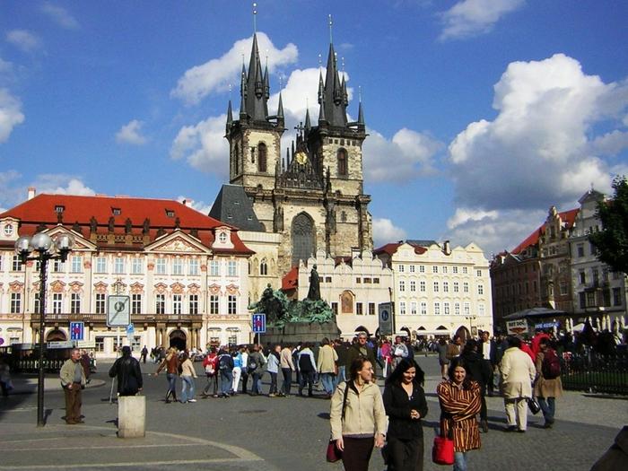 3937404_Praha_Old_Town_sq_from_St_Nicholas (700x525, 315Kb)