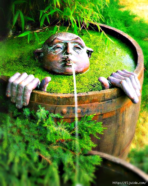 Whimsical garden fountain (500x627, 326Kb)