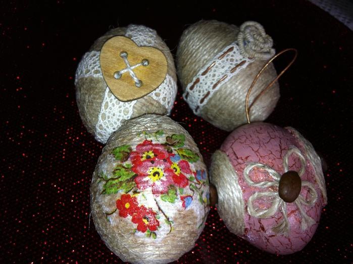 Пасхальные яйца в виде гнезда из джута