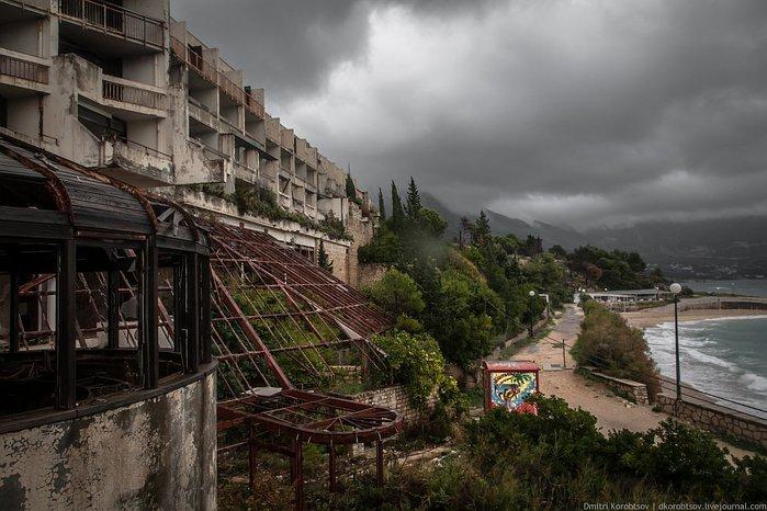заброшенный курорт в хорватии фото 1 (700x466, 81Kb)