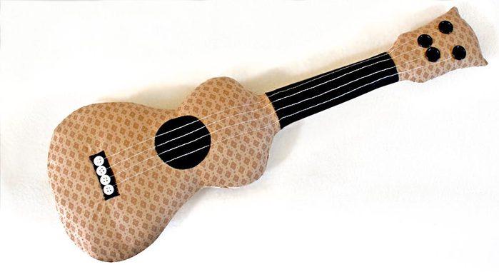 мастер-класс гитара игрушка подушка (1) (700x381, 33Kb)