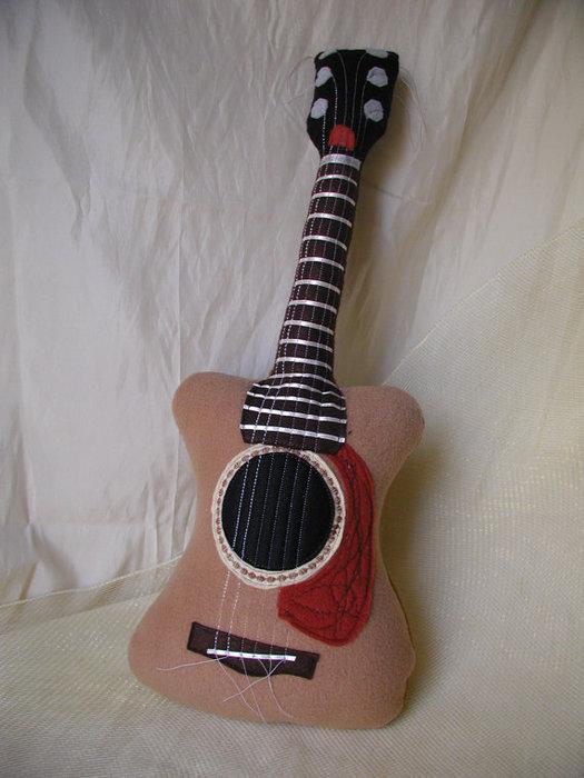 подушка гитара (6) (525x700, 73Kb)