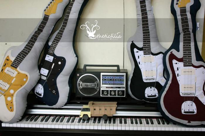 подушка гитара (20) (700x466, 57Kb)