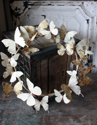 Венки с бабочками из газет, нотных и книжных страниц. Винтажные идеи (7) (391x504, 203Kb)