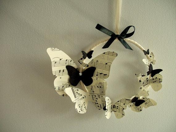 Бабочки из старой бумаги