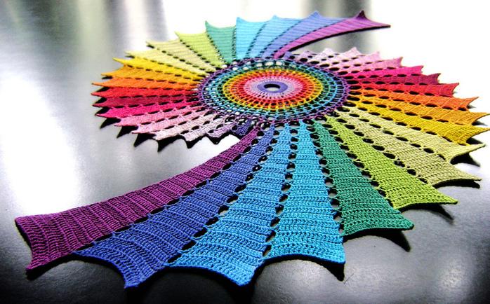 Cхему для вязания этой салфетки можно посмотреть.