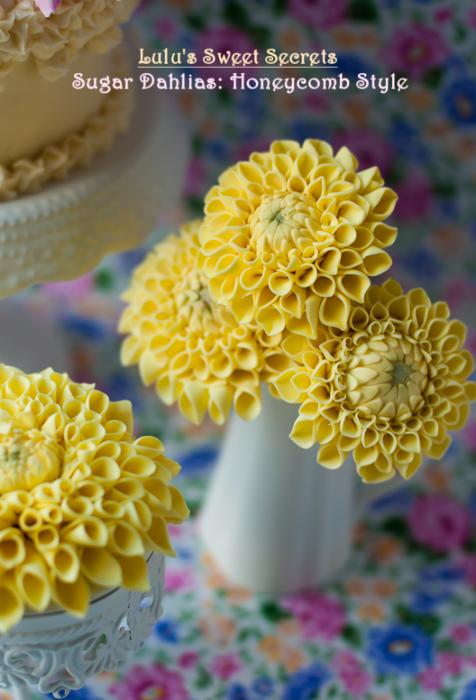 Хризантемы и георгины из сахарной мастики для украшения торта (5) (476x700, 525Kb)
