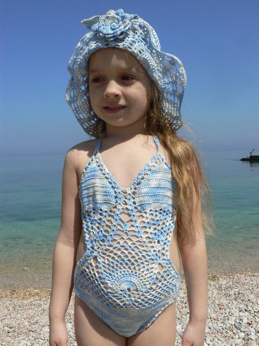 Вязаний купальник для девочки 809