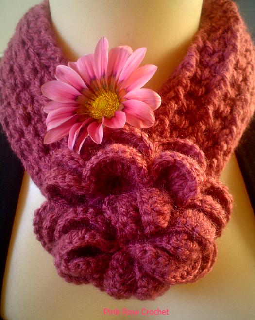 Симпатичный шарфик с цветком (1) (525x660, 872Kb)