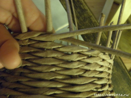 пасхальная курочка из газетных трубочек (35) (448x336, 79Kb)