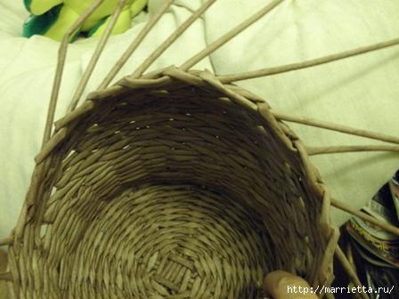пасхальная курочка из газетных трубочек (49) (448x336, 91Kb)