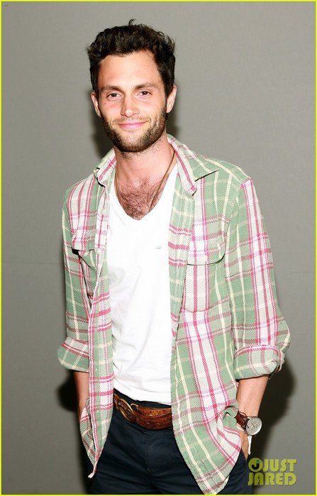 penn-badgley-greetings-from-tim-buckley-apple-event-05 (447x700, 77Kb)